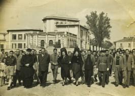 Comitiva camino de la Inauguración de la Cruz de los Caídos